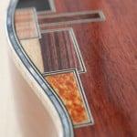 Intarsio a mosaico su fondo ukulele tenore Liuteria Guarnieri