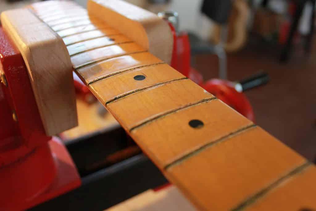 Tastiera Fender Stratocaster dopo l'estrazione dei vecchi tasti